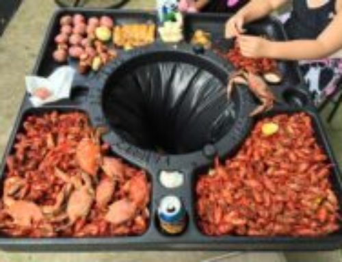 Crab & Crawfish Picnic Table with Trash Can Center